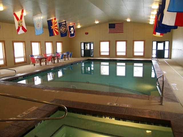 Swimming pool snake river resort amenities