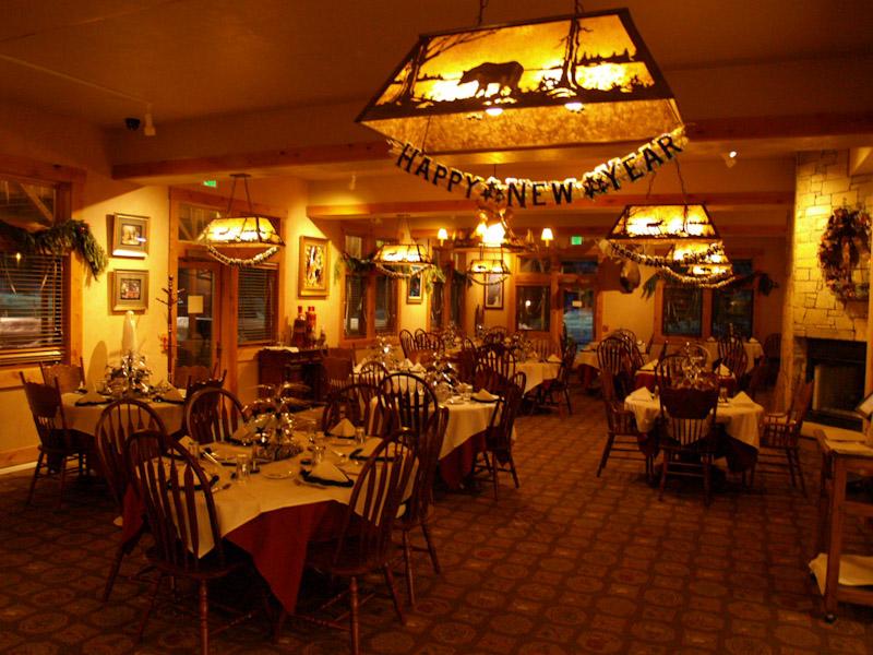 alpine-wy-restaurant-inside