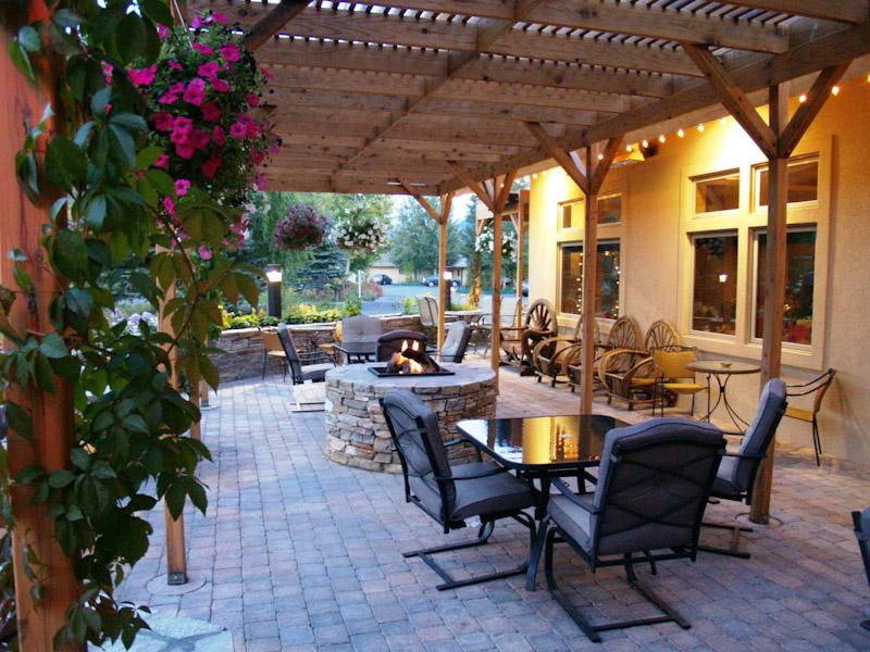 alpine-wy-restaurant-outdoor-dining
