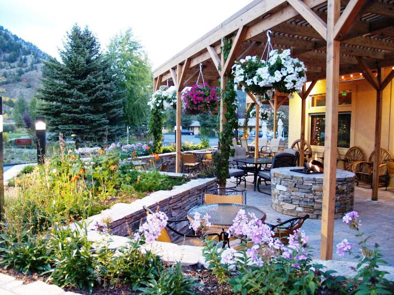Wyoming Enjoys Outdoor Dining and DORA