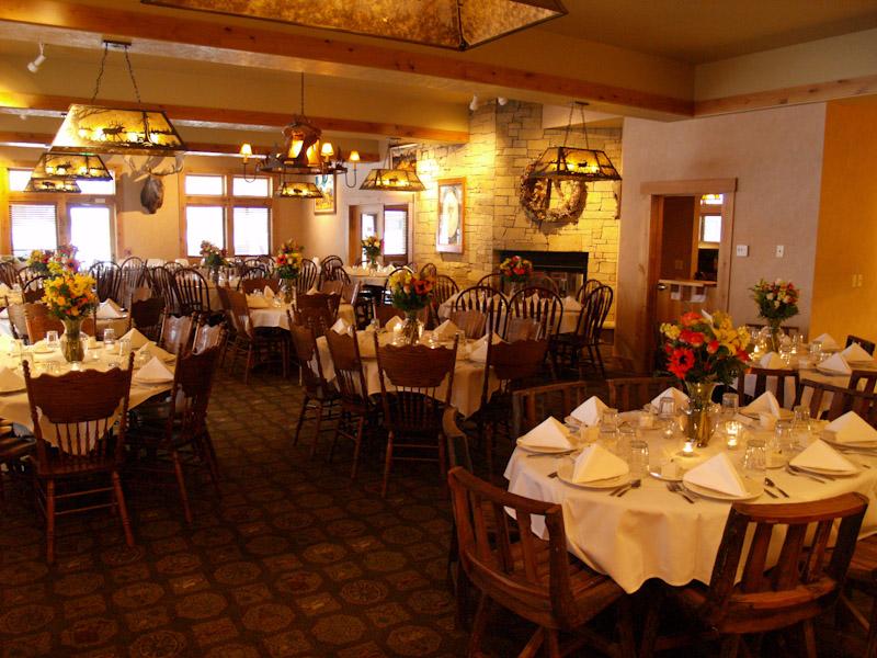 alpine-wy-restaurant-tables