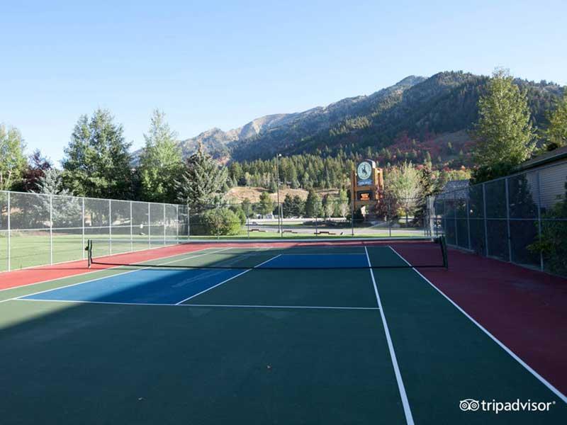 snake-river-resort-tennis-court