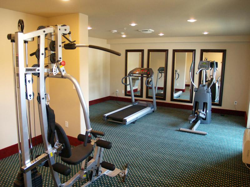 snake-river-resort-weight-room