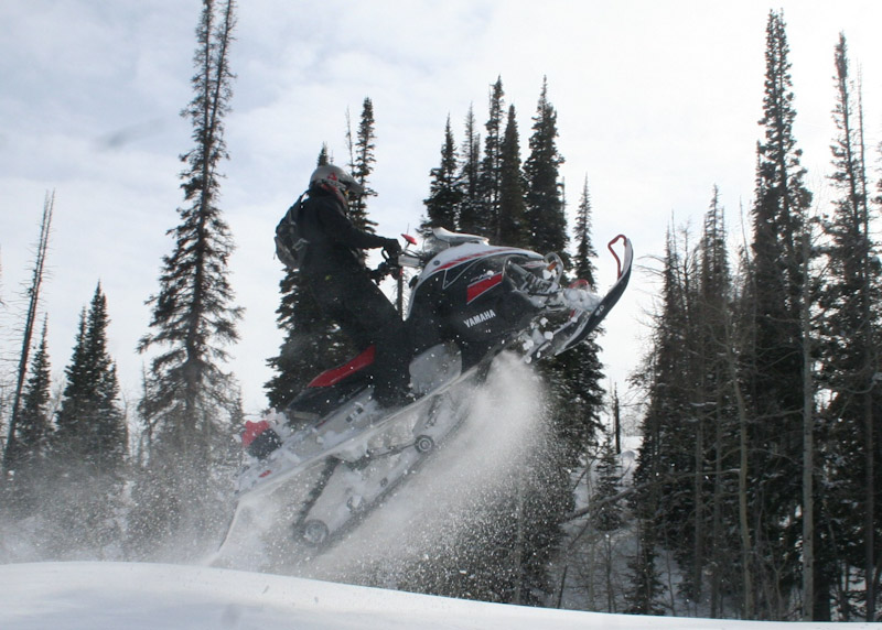 things-to-do-in-wyoming-snowmobiling